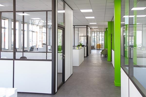 cloison semi-vitree pour bureau, installation